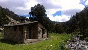Refugio de Riu dels Orris antes de l'Illa