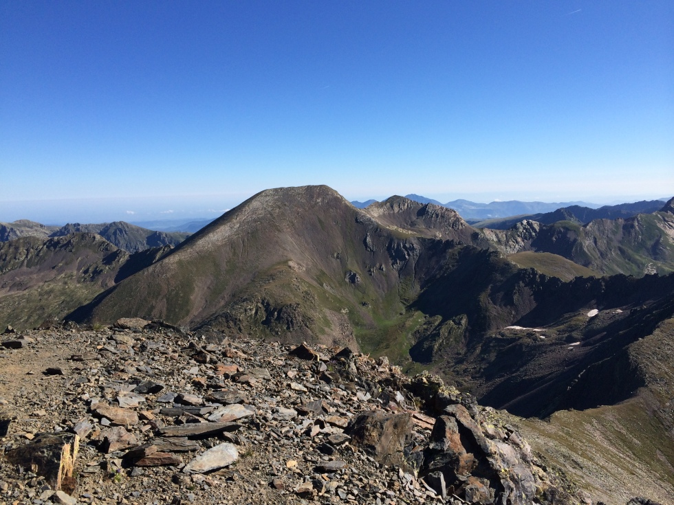 Vista del Pico de la Serrera desde el Estanyó