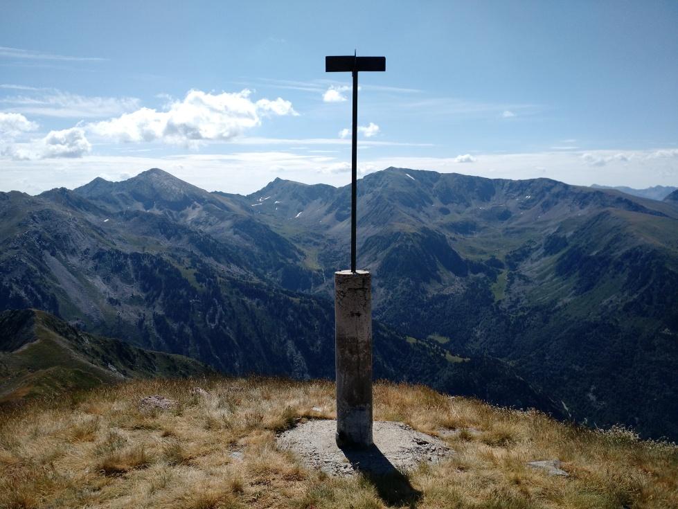 Cima del pico de Besalí